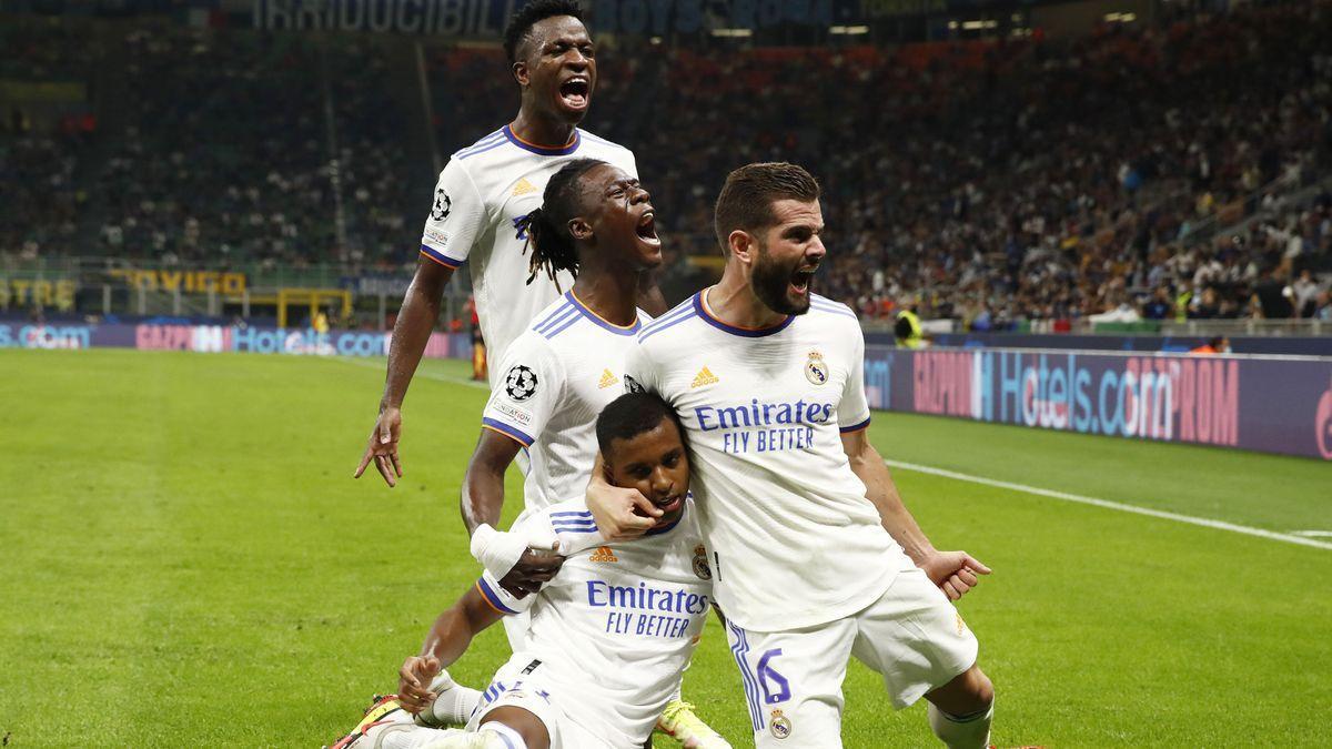 Los jugadores del Madrid celebran el gol de Rodrygo al Inter en el minuto 89.