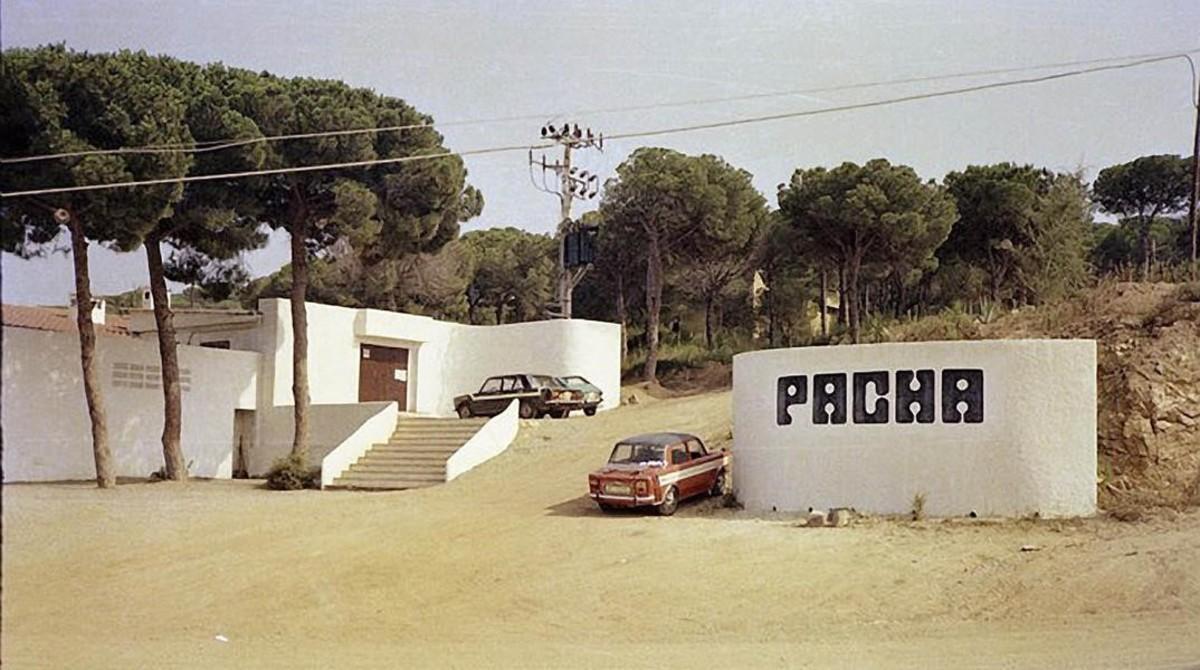 La discoteca Pachá de Platja d'Aro tenía una arquitectura integrada con el paisaje.