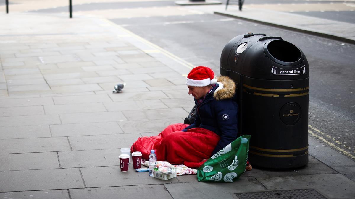 Un indigente, las pasadas navidades, en Oxford Street.