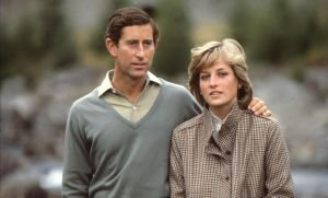 El príncipe Carlos y Lady Di, en un paseo por Balmoral.