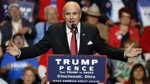 Giuliani, haciendo campaña por Trump.