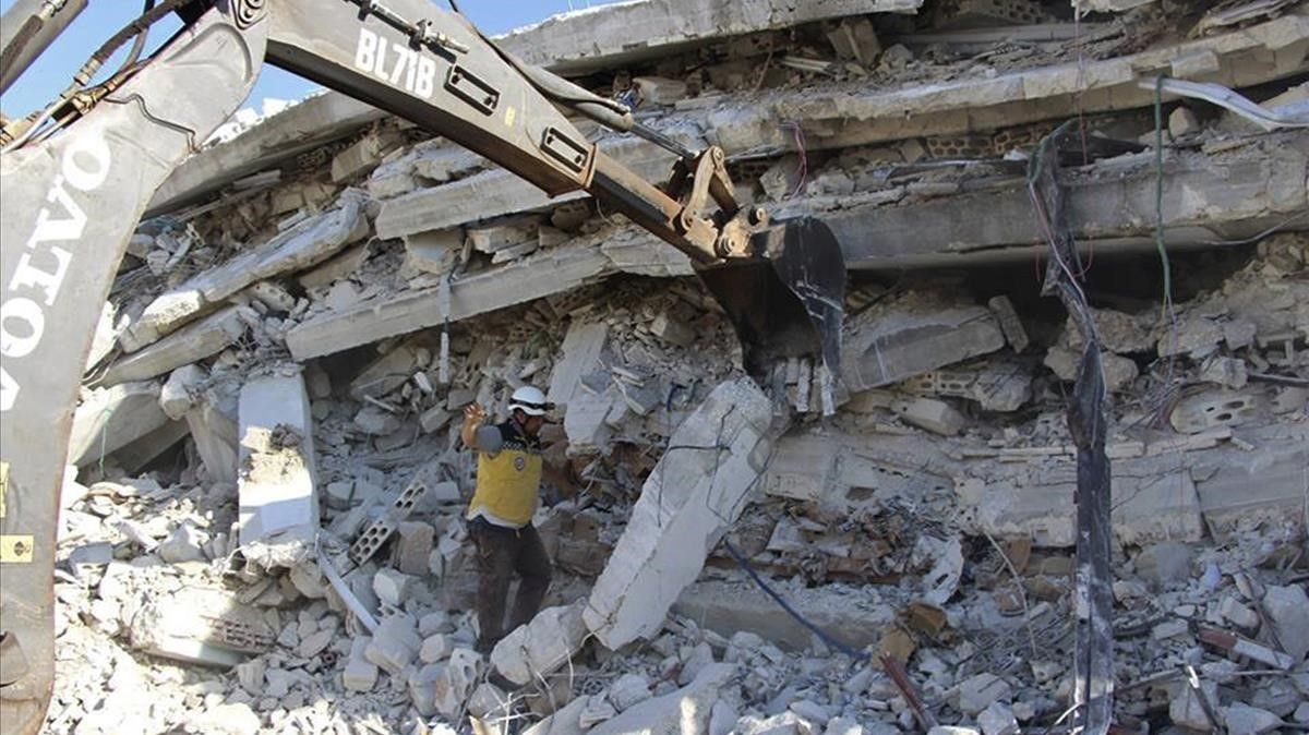 La explosión ha provocado el desplome de un edificio de cinco plantas.