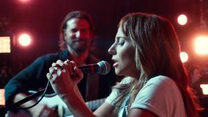 Lady Gaga y Bradley Cooper, en un fotograma de 'Ha nacido una estrella'.