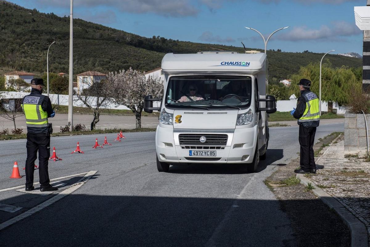 Control en la frontera con Portugal en Valencia de Alcántara (Cáceres) por el coronavirus.