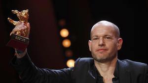 El director israelí Nadav Lapid, con el Oso de Oro conquistado en Berlín con 'Sinónimos'