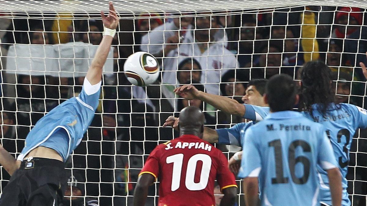 La histórica 'mano de Dios' de Luis Suárez en el Mundial de Sudáfrica.