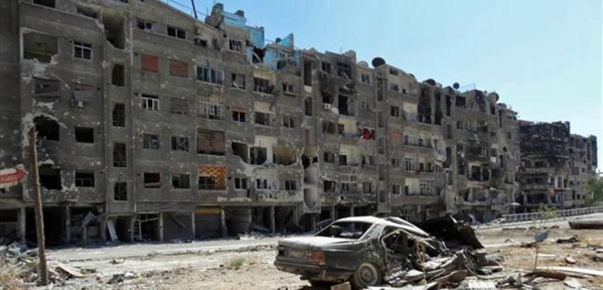 Edificios destruidos por los choques en Zamalka, un suburbio de Damasco, en una imagen difundida el 17 de agosto.