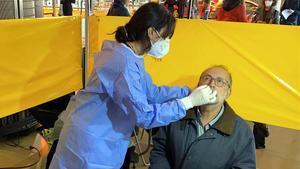 Test rápido de antígenos enla Cambra de Comerç de Barcelona.