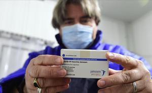 UE no renovará contratos con Astrazeneca y Johnson & Johnson, según La Stampa. En la foto, una caja con vacunas de Jansen.