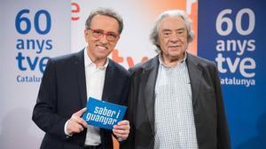 Jordi Hurtado y Sergi Schaaff, presentador y director de 'Saber y ganar' (La 2) y el especial 'Saber i guanyar' (TVE-1).