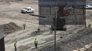 Parte del muro que construyen los particulares en la frontera de los EEUU y México.