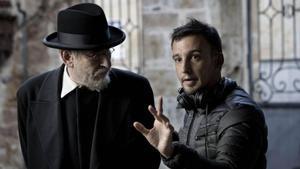 Alejandro Amenábar, con Karra Elejalde caracterizado como Miguel de Unamuno, duranteel rodaje de 'Mientras dure la guerra'.