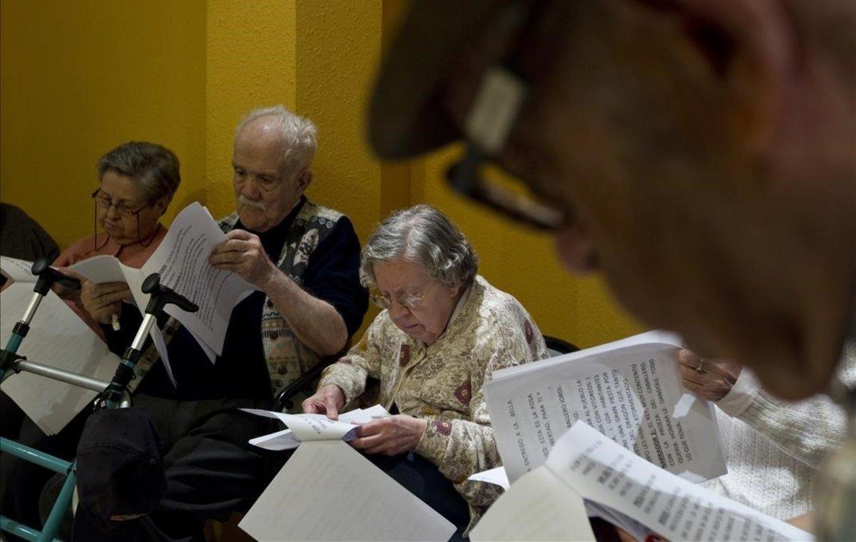 Un grupo de ancianos en ungeriátrico.