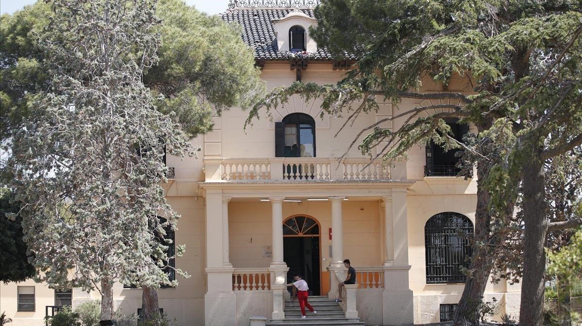 El albergue del Xanascat en Masnou, donde ayer los menores fueron increpados.