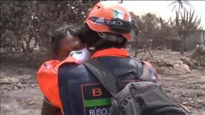 Una dona busca 50 familiars desapareguts després de l'erupció del volcà Fuego