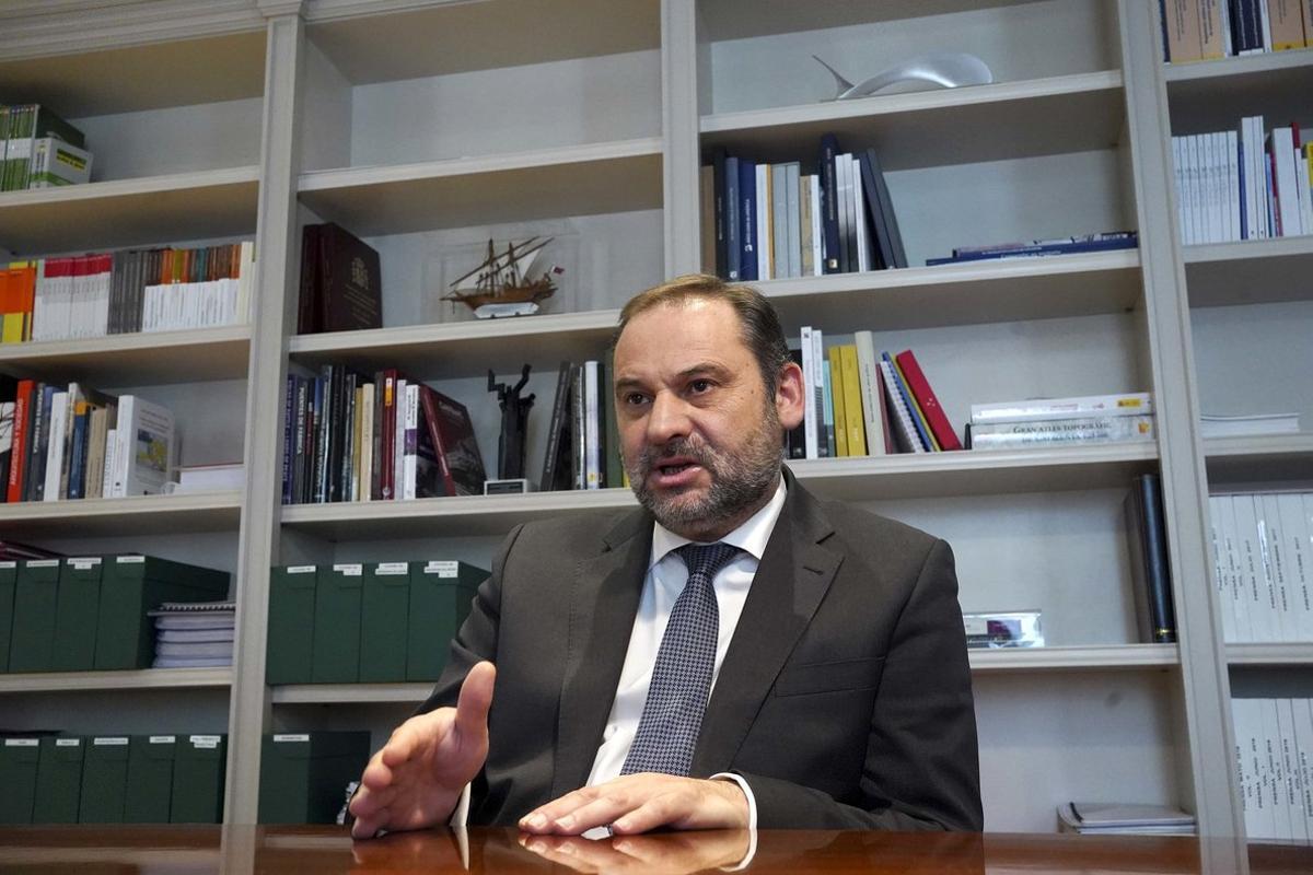 José Luis Ábalos, ministro de Transportes y secretario de Organización del PSOE, el pasado 23 de octubre durante su entrevista con EL PERIÓDICO en la sede de su departamento, en Madrid.