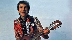 Wreckless Eric, en la icónica (esto ERA la nueva ola) foto de portada de su primer disco.