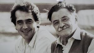 Joan Manuel Serrat y Mario Benedetti, en la época en la que colaboraron en 'El Sur también existe'.