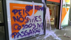 Pintadas de Arran en la sede barcelonesa de Ciudadanos.