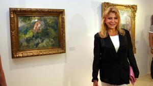La baronesa Carmen Thyssen, en una de sus exposiciones, en Sant Feliu de Guíxols.