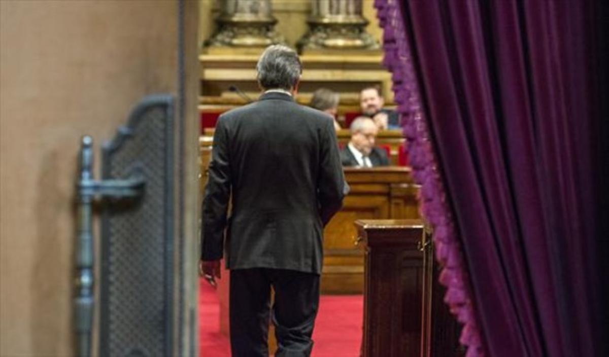 El 'president' Artur Mas, entrando en el hemiciclo del Parlament.