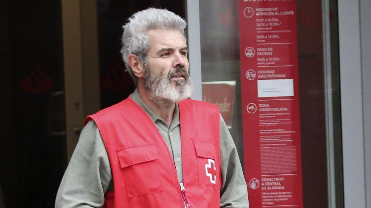 Lorenzo Caprile, ayundando a la Cruz Roja.