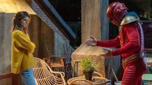 Clara Lago y Quim Gutiérrez, en 'El vecino', de Netflix.
