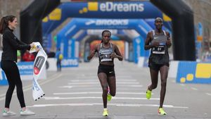 Florence Kiplagat entra vencedora por cuarta vez consecutiva en el medio maratón de Barcelona.