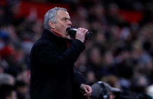 Mourinho se desespera durante el partido Manchester United-Burnley.