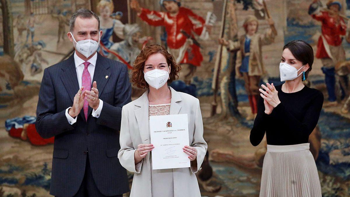 La ajedrecista grancanaria Sabrina Vega recoge su Premio Nacional del Deporte de la mano de los reyes de Espana don Felipe VI y doña Letizia.