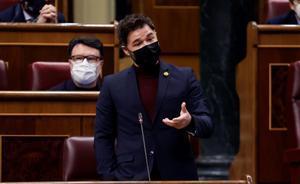 Rufián acusa al Gobierno de priorizar los votos por encima de las vidas.