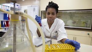 la investigadora biomédica nigeriana Yemisi Adesiji, de visita en 2017 en el Instituto de Salud Carlos III de Madrid.