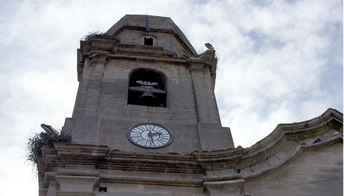 El campanario de la iglesia de Sudanell, cerca de la ciudad de Lleida.