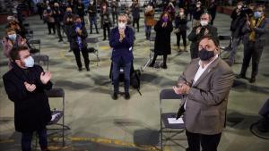 El presidente de ERC  Oriol Junqueras,  junto al candidato del partido a la Generalitat  Pere Aragonés,  durante el acto de campaña de la formación celebrado este lunes en Hospitalet de Llobregat.