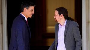 El presidente del Gobierno en funciones, Pedro Sánchez, y el líder de Unidas Podemos, Pablo Iglesias, el pasado 7 de mayo, en la Moncloa.