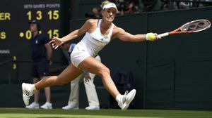 Angelique Kerber, en acción ante Venus Williams.