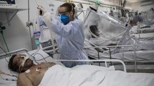 Las cifras suponen un leve descenso con respecto al jueves, cuando fueron notificados 59.961 infectados.