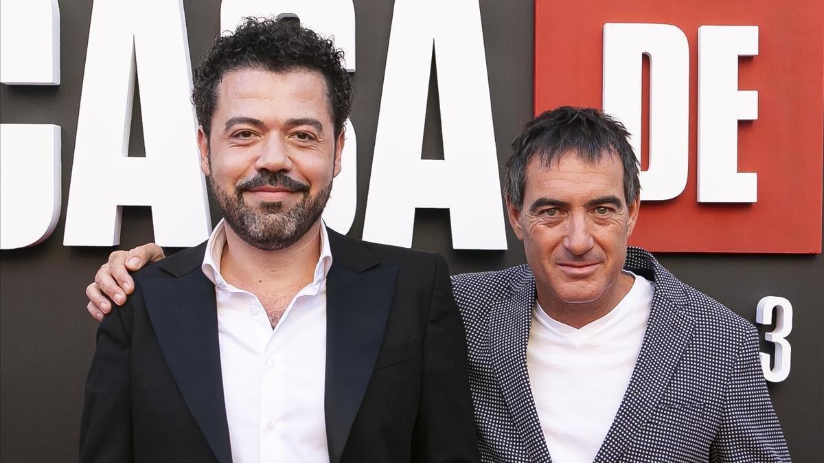 Jesús Colmenar y Álex Pina, director y creador de la serie 'La casa de papel'.
