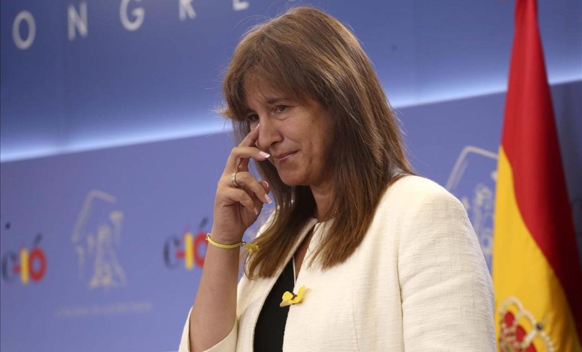 La portavoz de JxCat, Laura Borràs, durante una rueda de prensa en el Congreso.