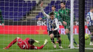 Puado celebra el segundo tanto del Espanyol al Castellón.