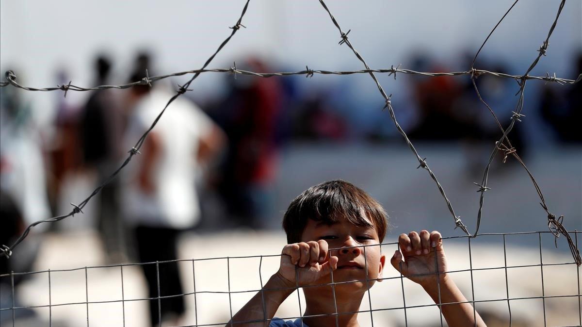 Un niño, en el nuevo campo de refugiados temporal levantado en la isla griega de Lesbos, el 23 de septiembre.