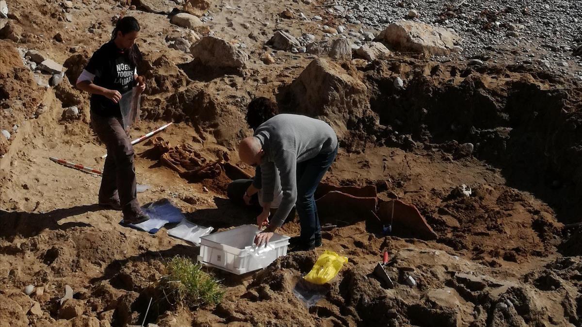 Necrópolis romana aparecida en la playa de Les Coves de Sitges.