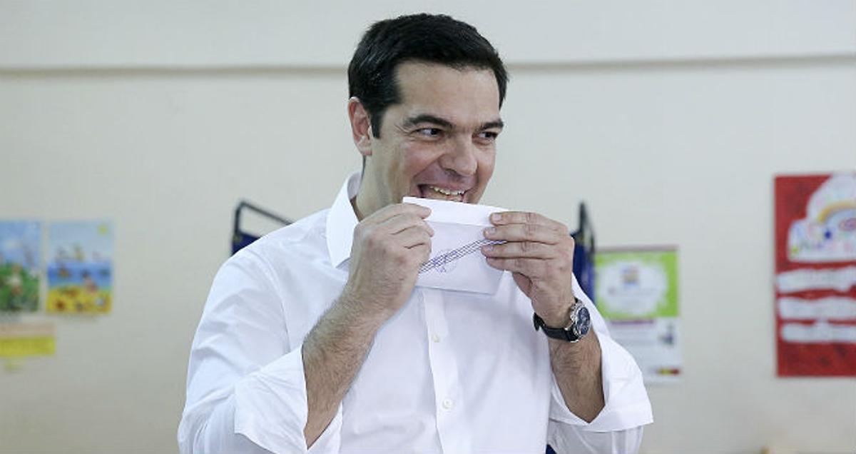 Alexis Tsipras ha madrugado para votar en el referéndum de Grecia