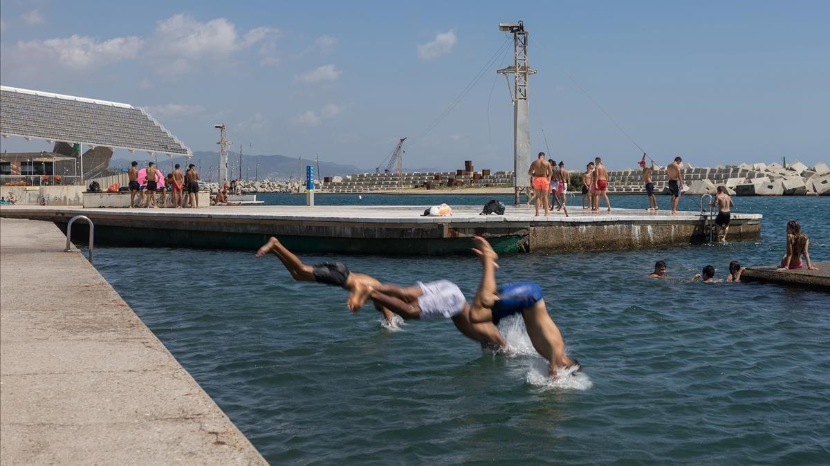 La Barcelona líquida: 5 piscines per recórrer la ciutat
