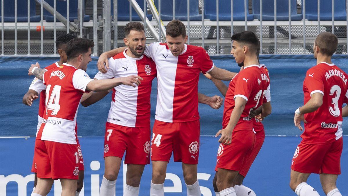 Monchu, Bárcenas, Gumbau, Terrats y Franquesa felicitan a Stuani tras su gol.