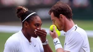 Murray y Serena Williams ganaron en su partido de dobles mixto en Wimbledon.