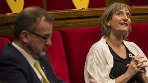 El 'conseller' de Acción Exterior, Relaciones Institucionales y Transparencia, Alfred Bosch, y la 'consellera' de Salut Alba Vergés, el pasadomayo en el Parlament.