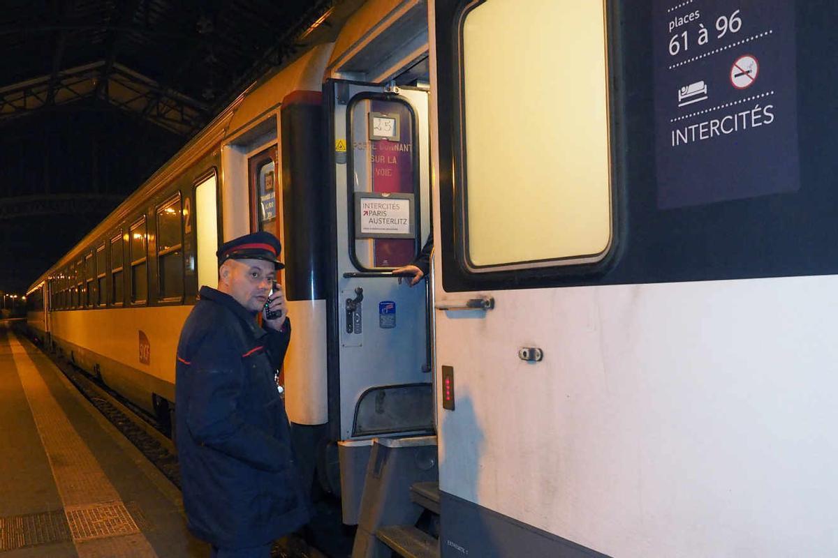Un tren nocturno en Francia.