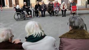 El Govern estudiarà igualar la pensió de viudetat de matrimonis i parelles de fet
