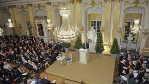 Mario Vargas Llosa lee su discurso de aceptación del Nobel de Literatura en Estocolmo, el 7 de diciembre del 2010.